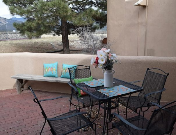 Montana Vista taos Vacation rental patio