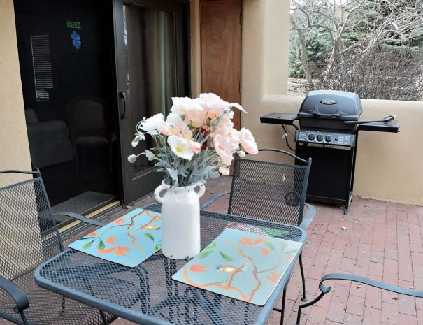 Montana Vista taos Vacation rental patio dining
