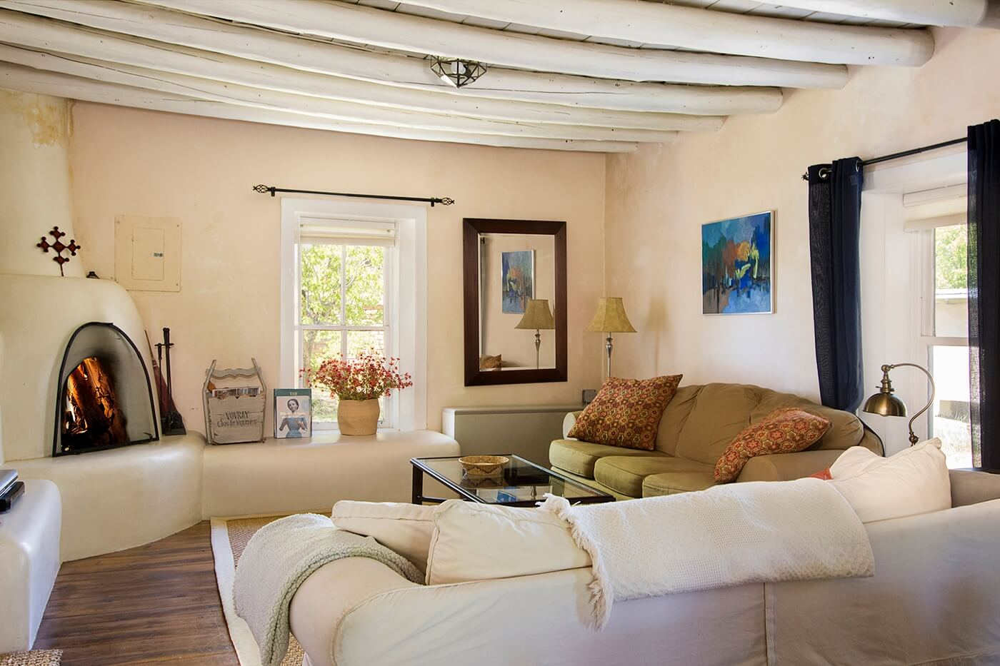 Taos Vacation Rental home clean white linens