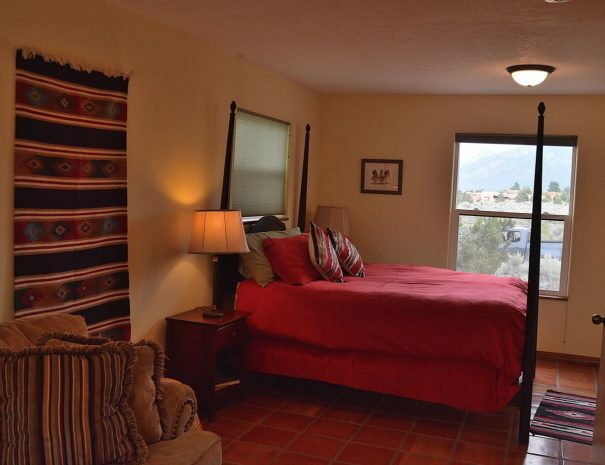 Taos Vacation Home bedroom