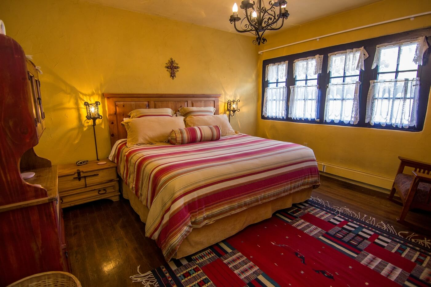 Historical Taos Vacation rental queen