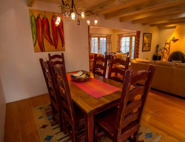 Taos Vacation Home dining area