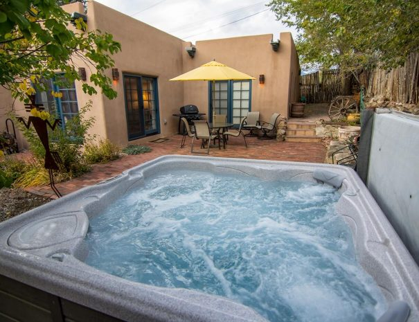 Taos Vacation Rental Home tub