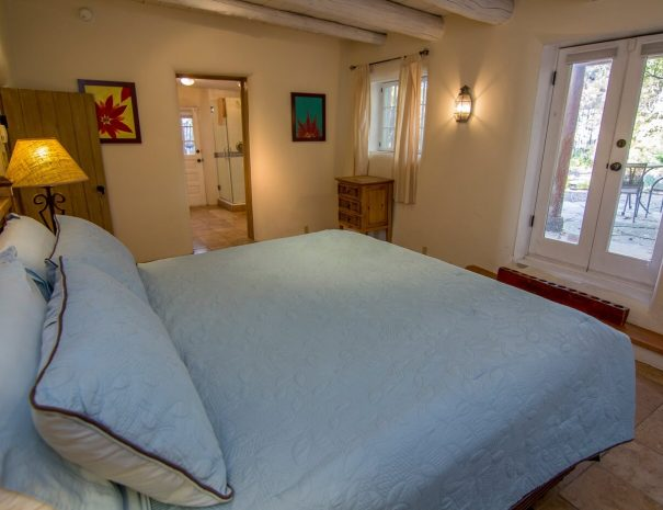 Taos Vacation Rental Home king room